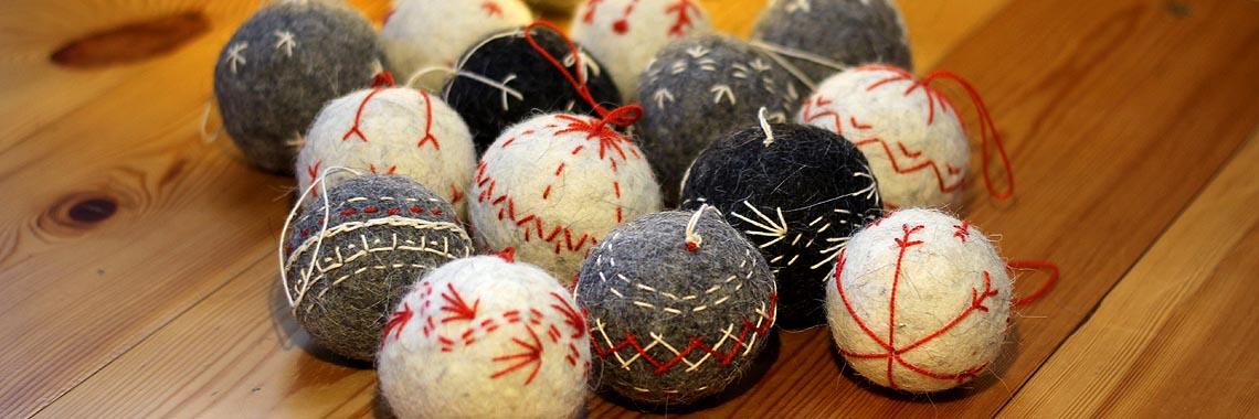 новогодние елочные шары из шерсти